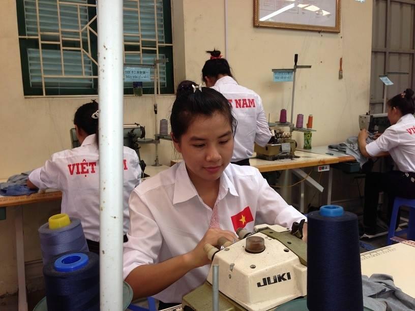 Tuyển gấp nữ lao động làm May túi vải thi ngày 17/4/2015
