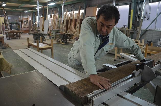 10 Nam làm mộc trong nhà máy tại Aichi tháng 3/2016