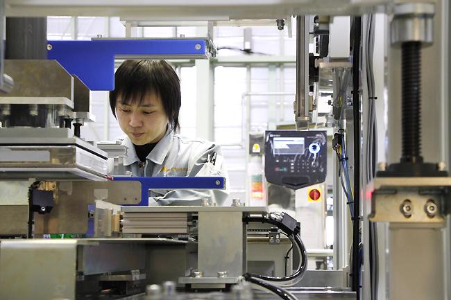Tuyển gấp 25 Nam/Nữ đơn hàng lắp ráp linh kiện điện tử đi làm việc tại Nhật Bản vào tháng 11